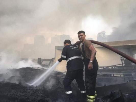 الدفاع المدني الفلسطيني  يشارك في إخماد الحريق الجديد بالمرفأ