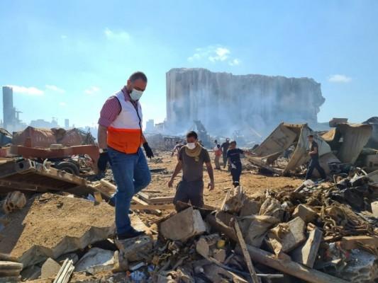 فريق مستشفى الهمشري من مكان الانفجار ينتشل جثث الضحايا