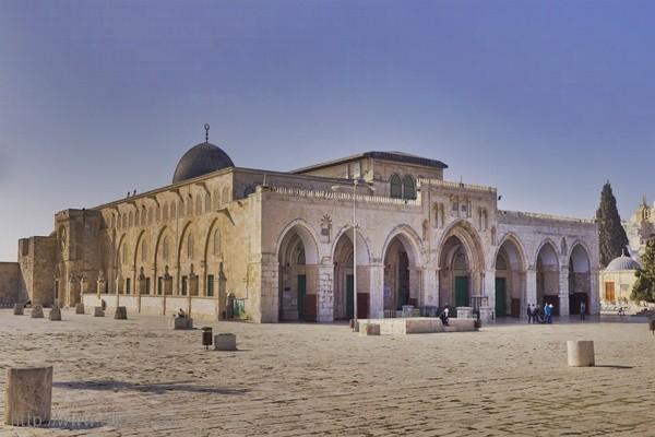 الكشف عن حفريات سرية وخطيرة حول وأسفل المسجد الأقصى