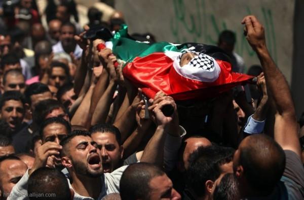 شهيدٌ فلسطيني وإصابات بينهم حالة خطيرة برصاص الاحتلال شرق خانيونس