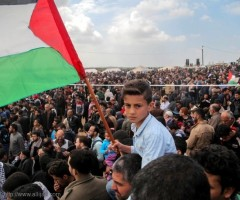 بعد توقف دام ثلاثة اسابيع الجماهير الفلسطينية تستأنف المشاركة في مسيرة العودة وكسر الحصار