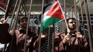 130 أسيرًا من غزة يحرمون من زيارات أبنائهم