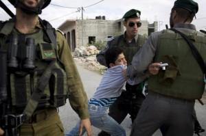العدو الصهيوني يعتقل ستة مواطنين في الخليل